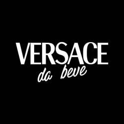 Oste Versace da beve n'altro litro.